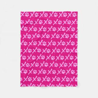 犬のために素晴らしいピンクXOXOの足のプリント毛布 フリースブランケット