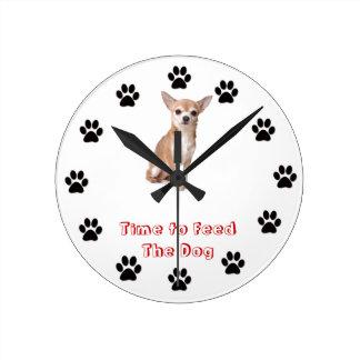 犬のチワワを食べ物を与える時間 ラウンド壁時計