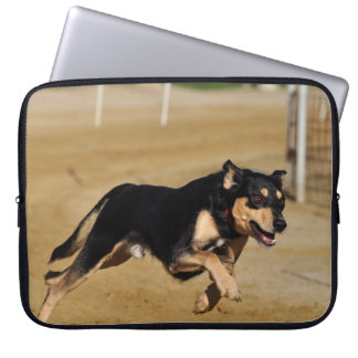 犬の敏捷の練習 ラップトップスリーブ