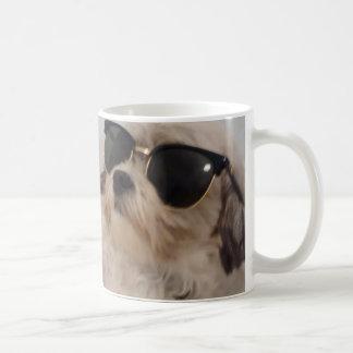 犬の身に着けているサングラス-ライリーのマグの哲学 コーヒーマグカップ