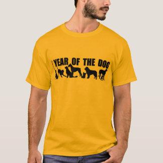 犬の黄色人のティーの2018旧正月 Tシャツ