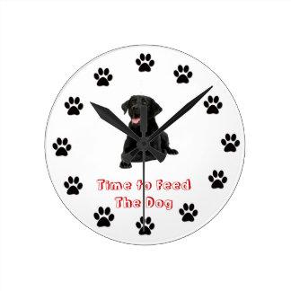 犬の黒の実験室を食べ物を与える時間 ラウンド壁時計