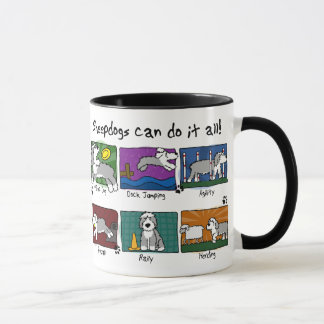 犬は古い英国の牧羊犬を遊ばします マグカップ