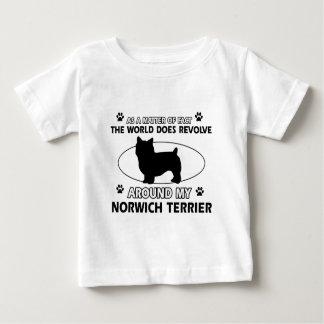 犬は私のノリッジテリアのまわりで回転します ベビーTシャツ