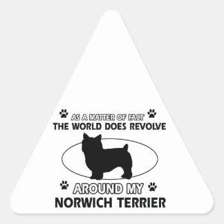 犬は私のノリッジテリアのまわりで回転します 三角形シール