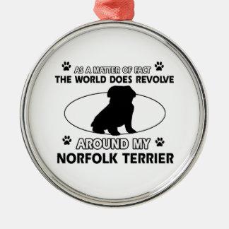 犬は私のノーフォークテリアのまわりで回転します シルバーカラー丸型オーナメント
