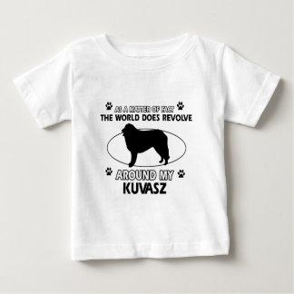 犬は私のkuvaszのまわりで回転します ベビーTシャツ