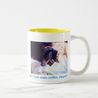 犬は私襲いますコーヒーを食べることができます ツートーンマグカップ