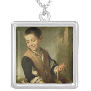 犬を持つ男の子、c.1650 シルバープレートネックレス