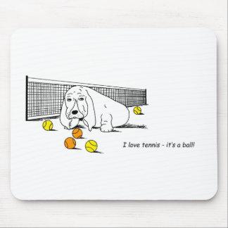 犬を遊ぶユーモアのあるなテニス マウスパッド