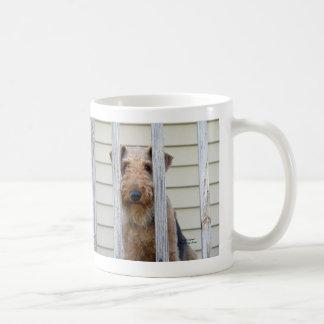 """""""犬小屋で"""" コーヒーマグカップ"""
