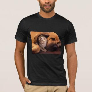 犬猫の友人の昼寝のTシャツ Tシャツ