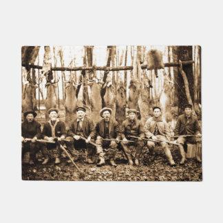 狩りのキャンプの深い森のミシガン州の狩りクラブヴィンテージ ドアマット