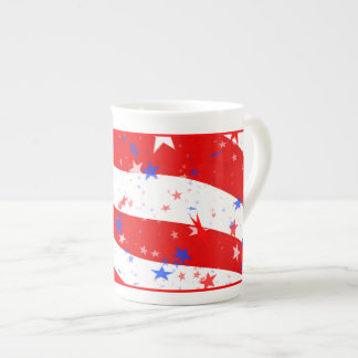 独立記念日の曲げられた星条旗 ボーンチャイナカップ