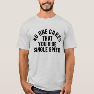 独身のな速度に乗ること誰も気になりません Tシャツ