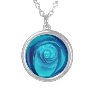 独身のな青のバラ- シルバープレートネックレス