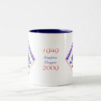独身者のCloggers第60のバッジ ツートーンマグカップ