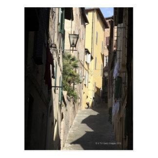 狭い細道、シエナ、イタリア ポストカード