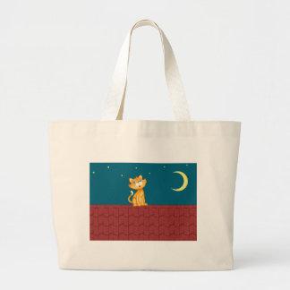 猫および屋根 ラージトートバッグ