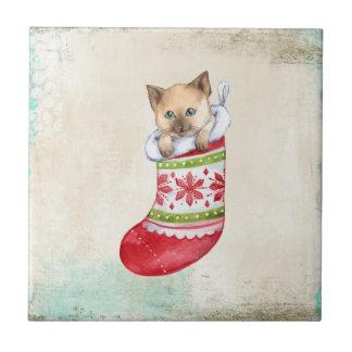 猫が付いているクリスマスの休日の赤と白のソックス タイル