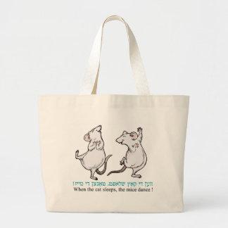"""""""猫が眠るとき、ネズミは踊ります"""" ラージトートバッグ"""