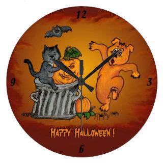 猫のこうもりの犬およびくもとのハッピーハローウィン ラージ壁時計