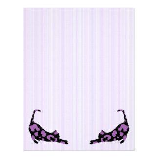 猫のヒョウのプリントの手紙によって先頭に立たれる紙-紫色 レターヘッド