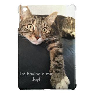 猫のリラックスのカラー写真 iPad MINI CASE