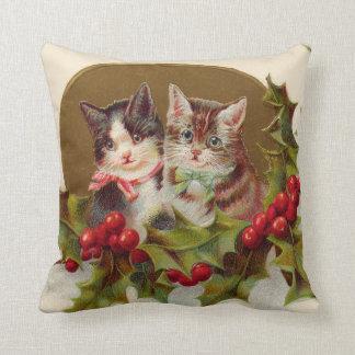 猫の子ネコのヒイラギのWinterberry クッション