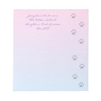 猫の足のプリントが付いているノート紙 ノートパッド