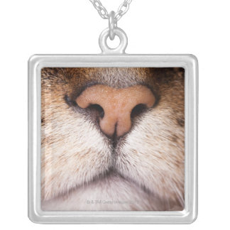 猫の鼻および口のマクロイメージ シルバープレートネックレス