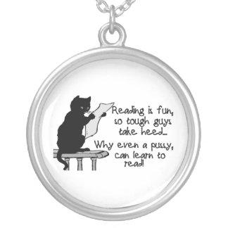 猫はおもしろいな猫を読むことができます シルバープレートネックレス