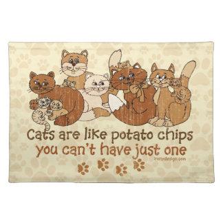 猫はポテトチップのグランジな版のようです ランチョンマット