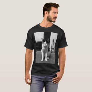 猫及び酒宴 Tシャツ
