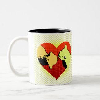 猫、コーヒー及び赤いハート ツートーンマグカップ
