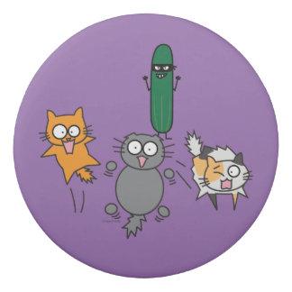 猫-猫--を対きゅうりの恐怖おびえさせるきゅうり 消しゴム