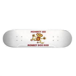 猿は猿Doo Dooを見ます スケートボード