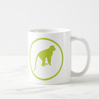 """""""猿バッジの詐欺師は""""たわごとを言いました コーヒーマグカップ"""