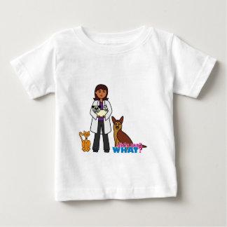 獣医の女の子-暗闇 ベビーTシャツ