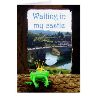 王冠が付いている彼の城で、待っている緑カエル カード