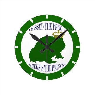 王冠を持つカエル ラウンド壁時計