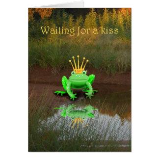 王冠、待っているキスを持つ緑カエル カード