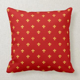 王室ので赤い背景のHeraldic Lilly クッション