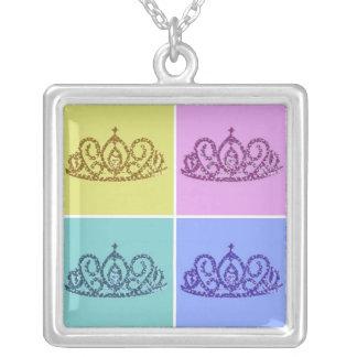 王室のな結婚式かティアラまたは王冠 シルバープレートネックレス