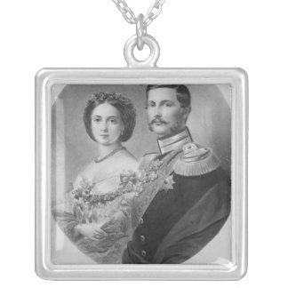 王室のな高度の結婚式ポートレート シルバープレートネックレス