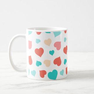 珊瑚および水のハートのマグ コーヒーマグカップ