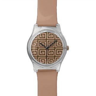 珊瑚でチョコレート色のギリシャ人の鍵のデザイン- 腕時計