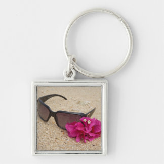 珊瑚のサングラスそしてbougainvilliaの花 キーホルダー