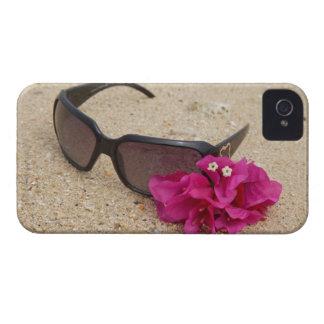 珊瑚のサングラスそしてbougainvilliaの花 Case-Mate iPhone 4 ケース