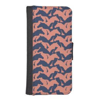 珊瑚のピンクおよび濃紺の馬の群れパターン iPhoneSE/5/5sウォレットケース